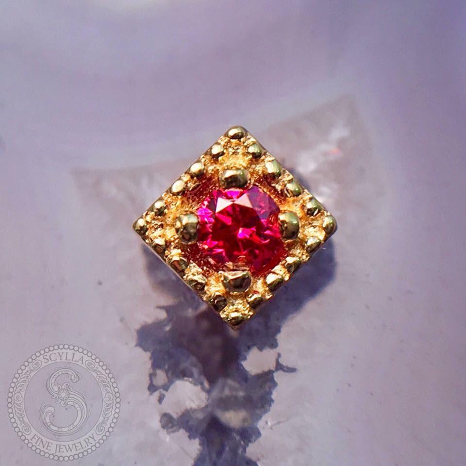 Diamond Milgrain Threadless End with a Pink Diamond